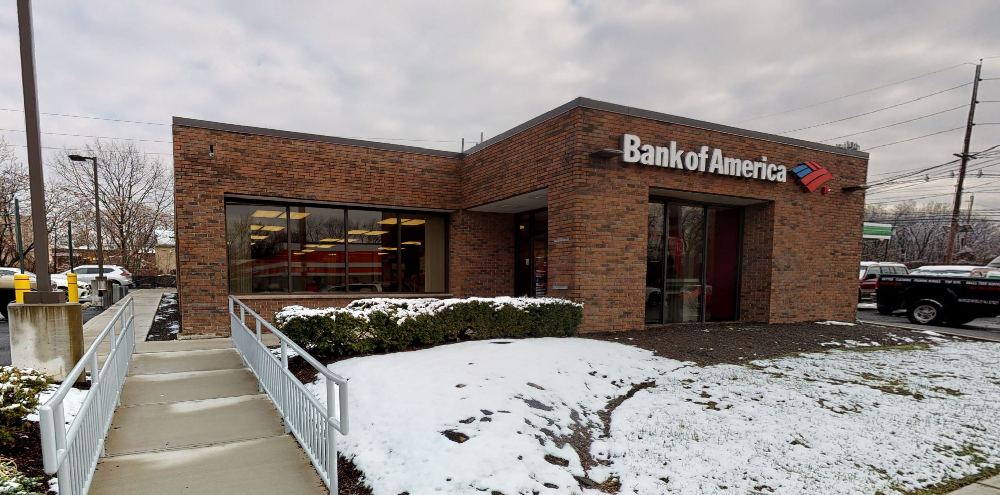 Bank of America financial center with drive-thru ATM | 235 Woodbine St, Bergenfield, NJ 07621