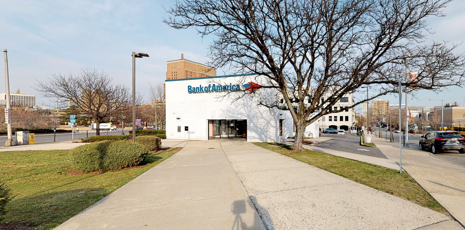 Bank of America financial center with drive-thru ATM | 1 Springfield Ave, Newark, NJ 07102