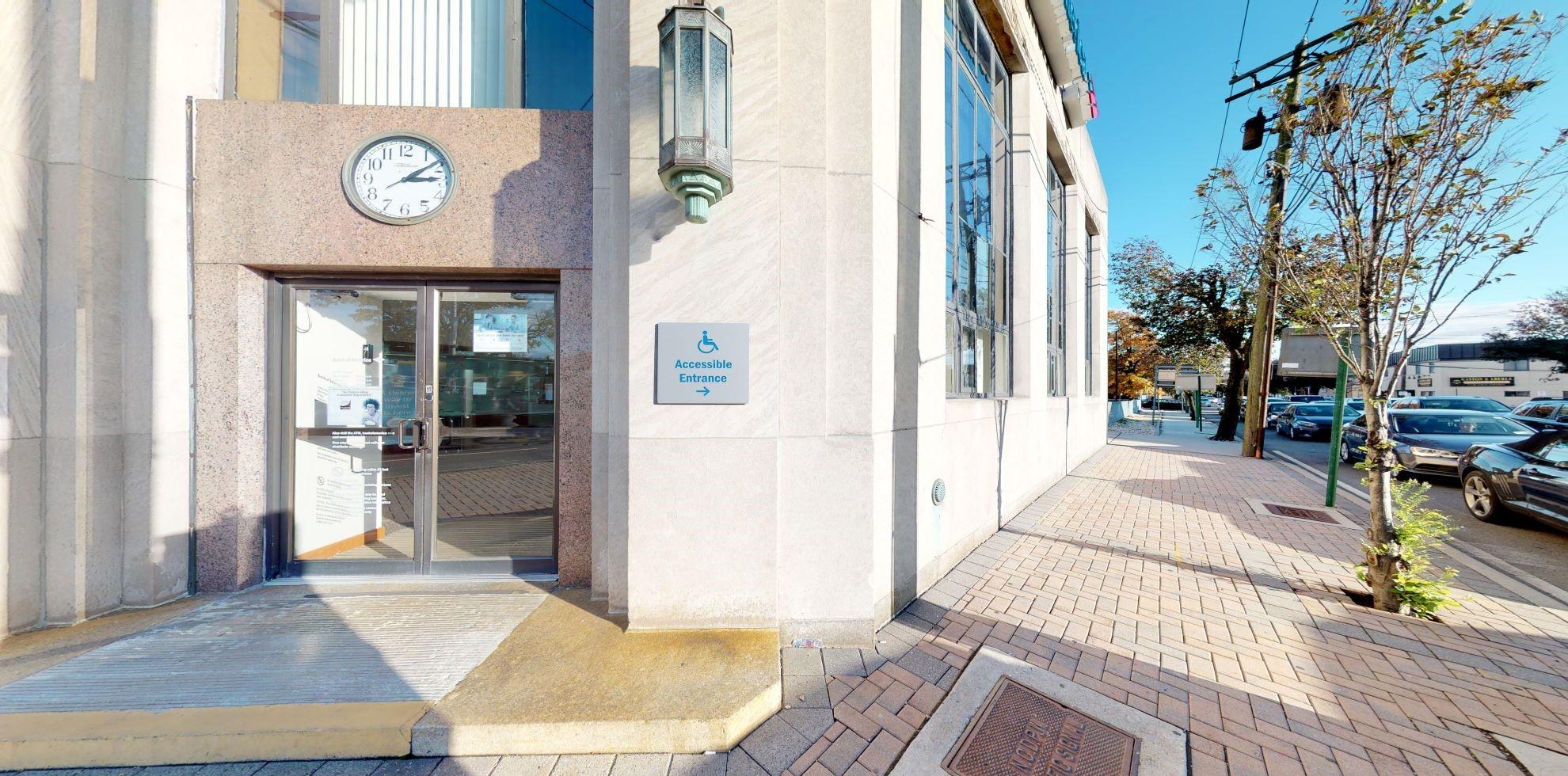 Bank of America financial center with walk-up ATM   199 Jericho Tpke, Mineola, NY 11501