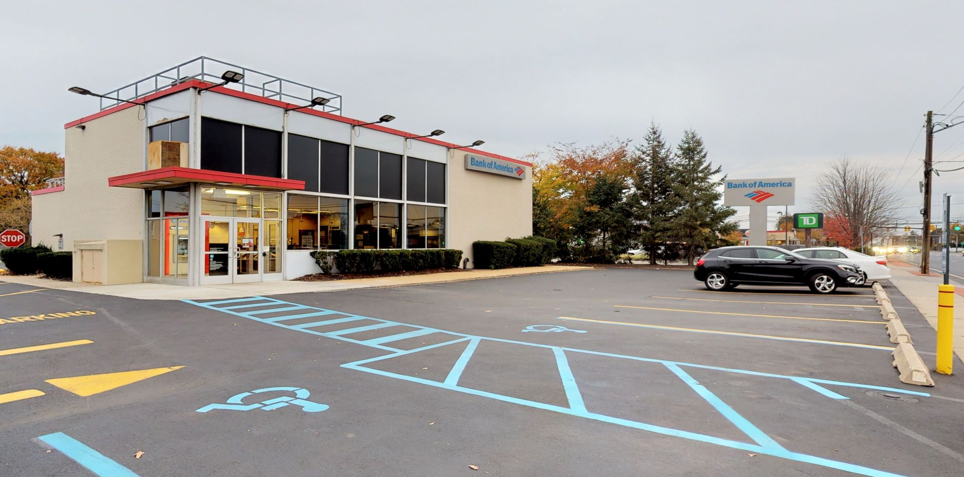 Bank of America financial center with drive-thru ATM   565 S Oyster Bay Rd, Plainview, NY 11803