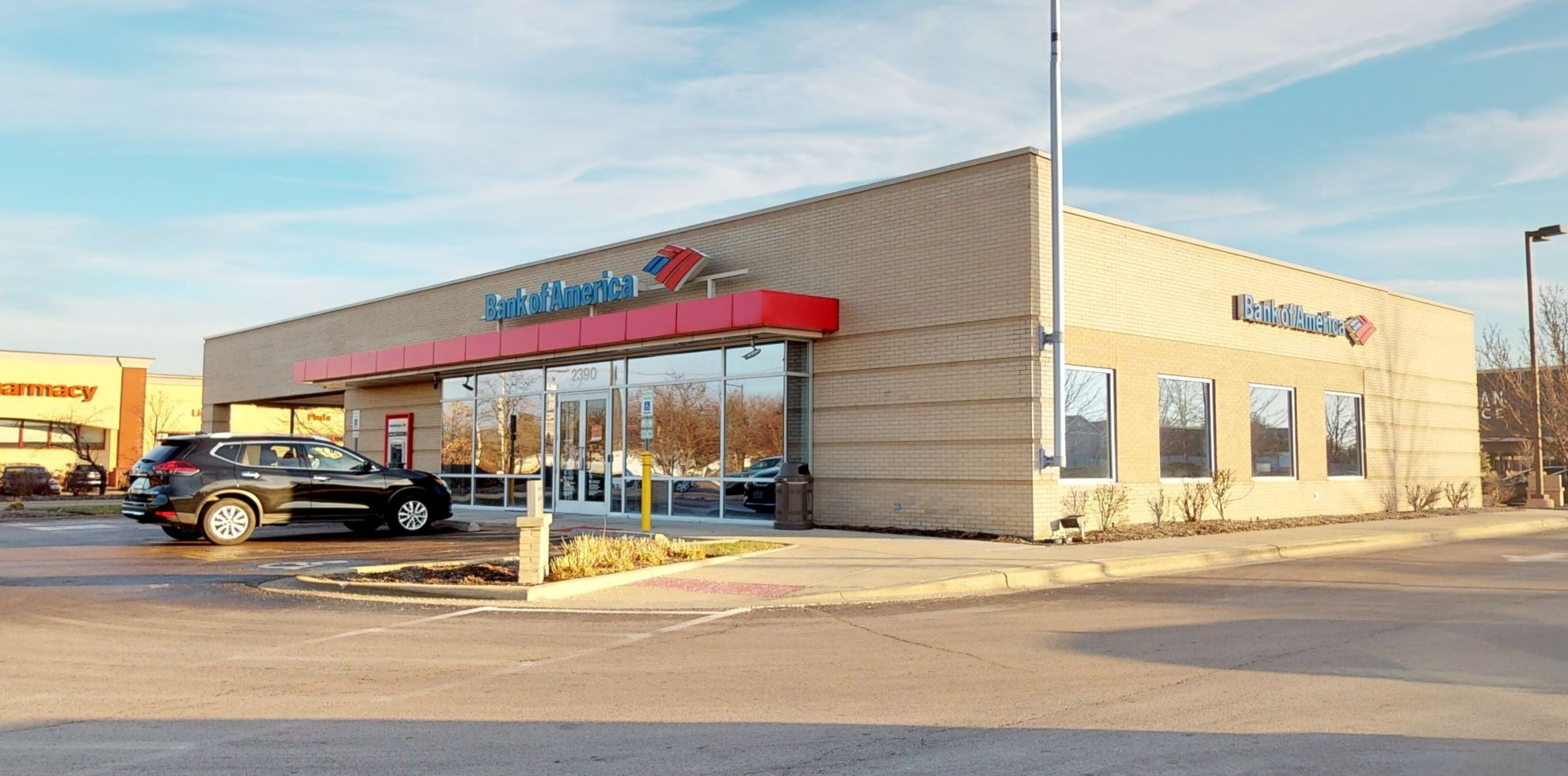 Bank of America financial center with drive-thru ATM   2390 W Indian Trl, Aurora, IL 60506