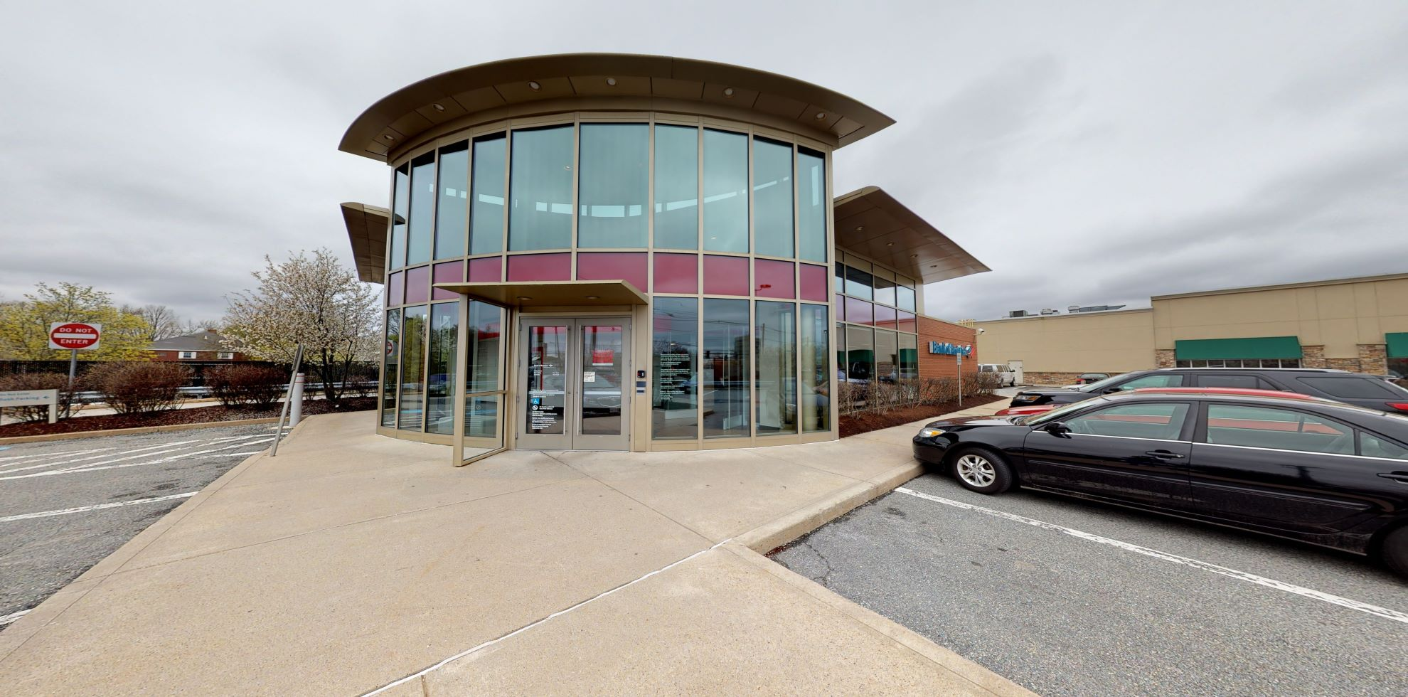 Bank of America financial center with drive-thru ATM | 20 Walkers Brook Dr, Reading, MA 01867