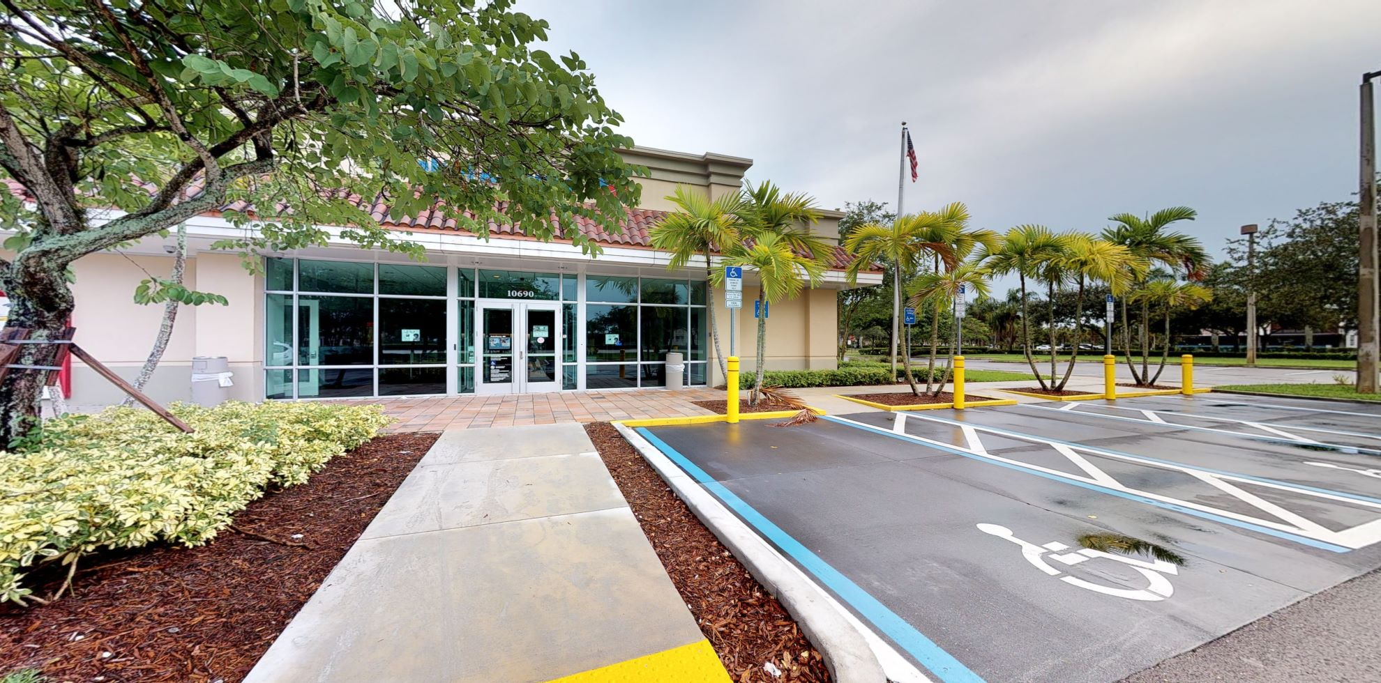 Bank of America financial center with walk-up ATM | 10690 Forest Hill Blvd, Wellington, FL 33414