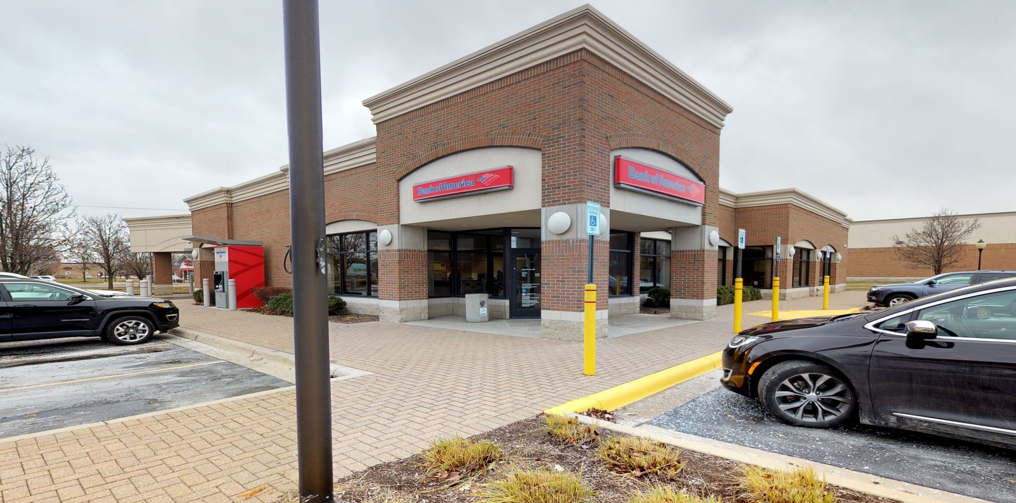 Bank of America financial center with drive-thru ATM   13750 23 Mile Rd, Shelby Township, MI 48315