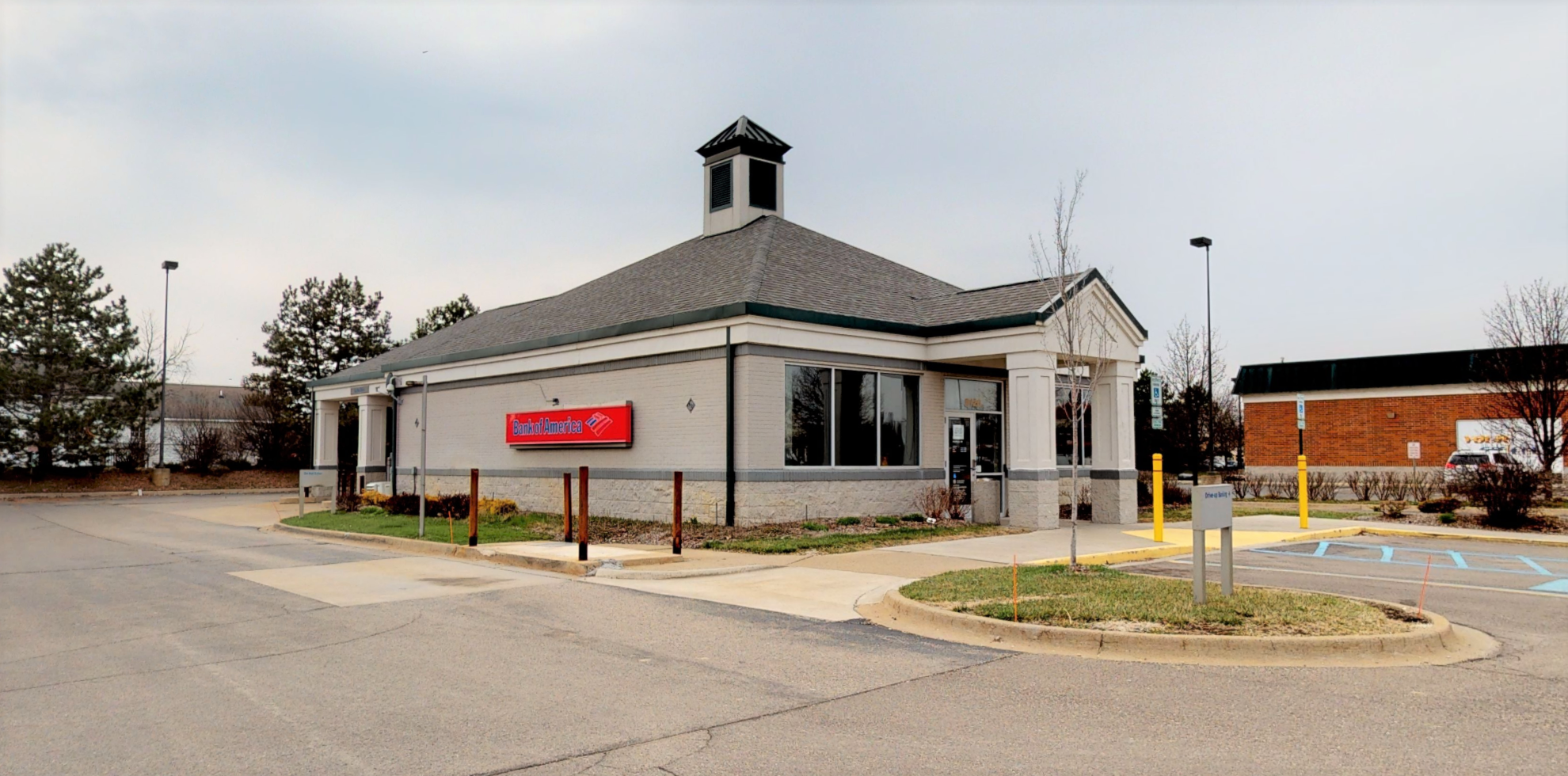 Bank of America financial center with drive-thru ATM | 9120 Highland Rd, White Lake, MI 48386
