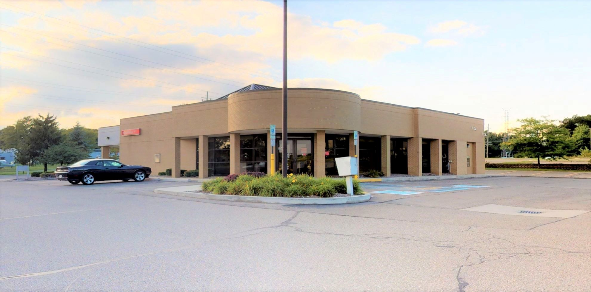 Bank of America financial center with drive-thru ATM | 3085 E West Maple Rd, Walled Lake, MI 48390