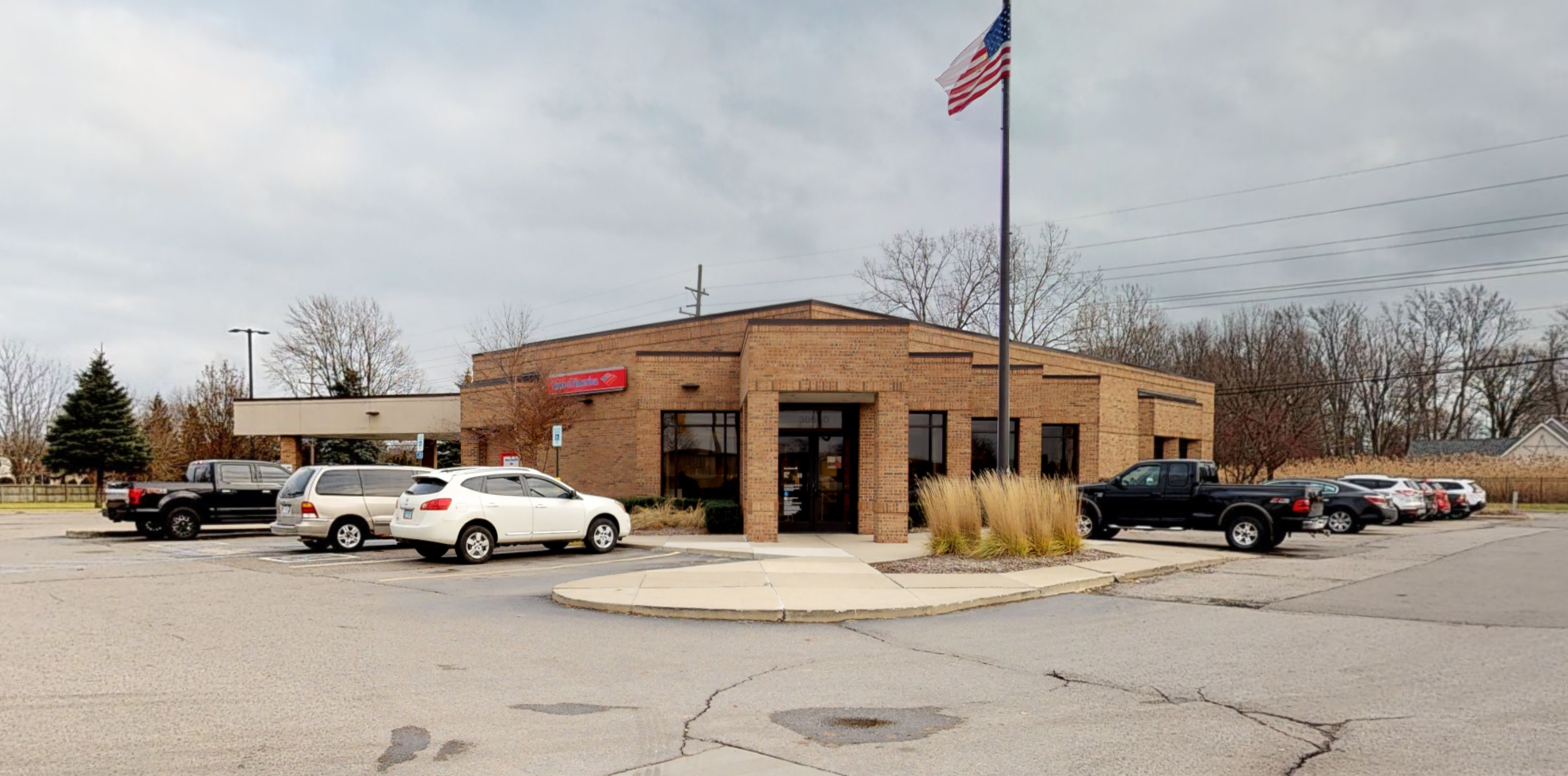 Bank of America financial center with drive-thru ATM | 30650 23 Mile Rd, Chesterfield Twp, MI 48047