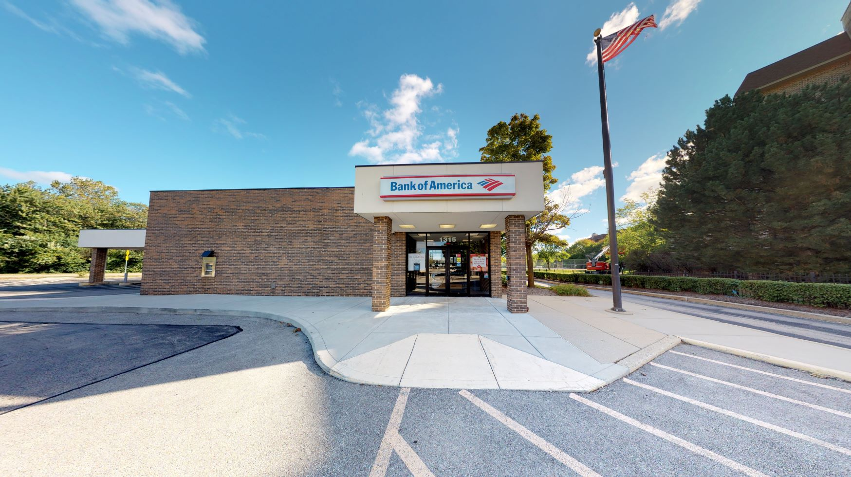 Bank of America financial center with drive-thru ATM | 1315 Lake Cook Rd, Northbrook, IL 60062