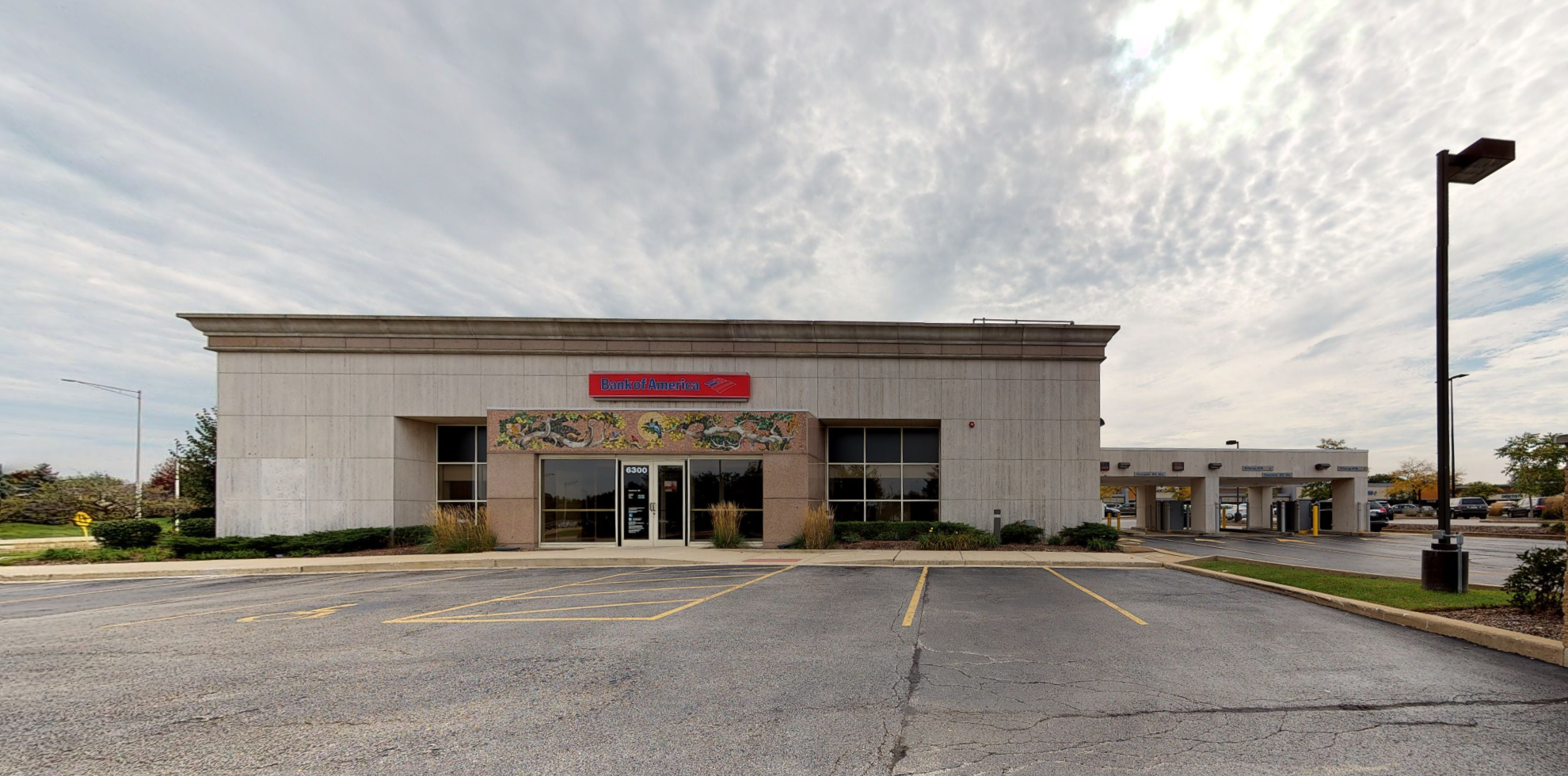 Bank of America financial center with drive-thru ATM   6300 Kingery Hwy STE 500, Willowbrook, IL 60527