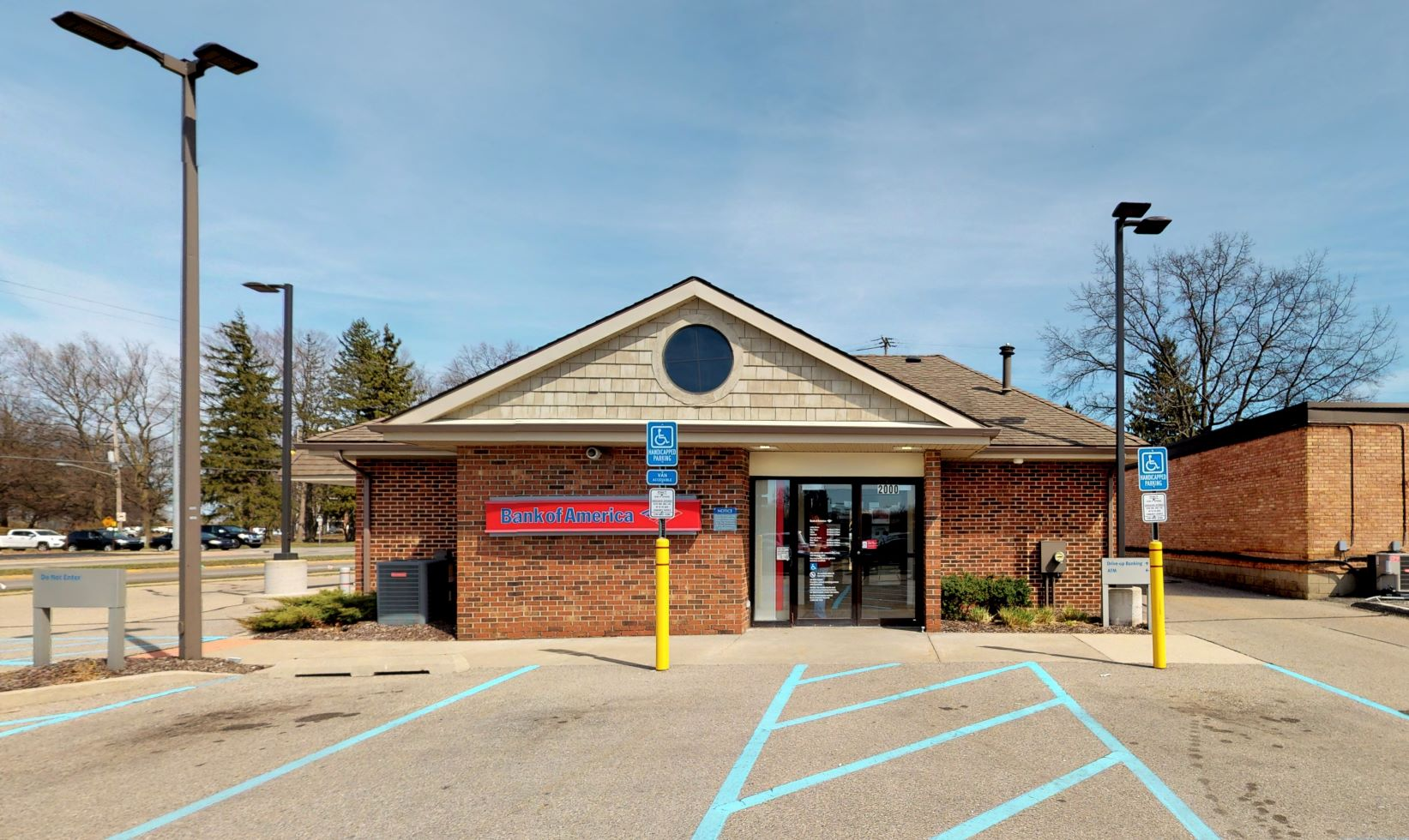 Bank of America financial center with walk-up ATM | 2000 Lake Michigan Dr NW, Grand Rapids, MI 49504
