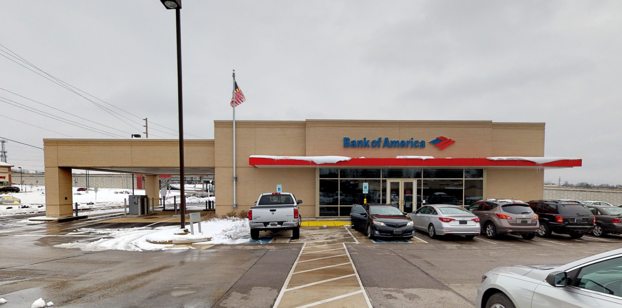 Bank of America financial center with drive-thru ATM and teller | 6950 Parker Rd, Florissant, MO 63033