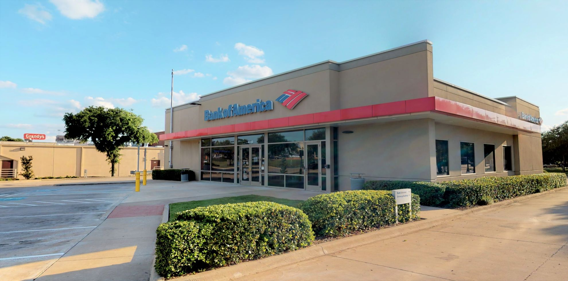 Bank of America financial center with drive-thru ATM | 4040 S Cooper St, Arlington, TX 76015