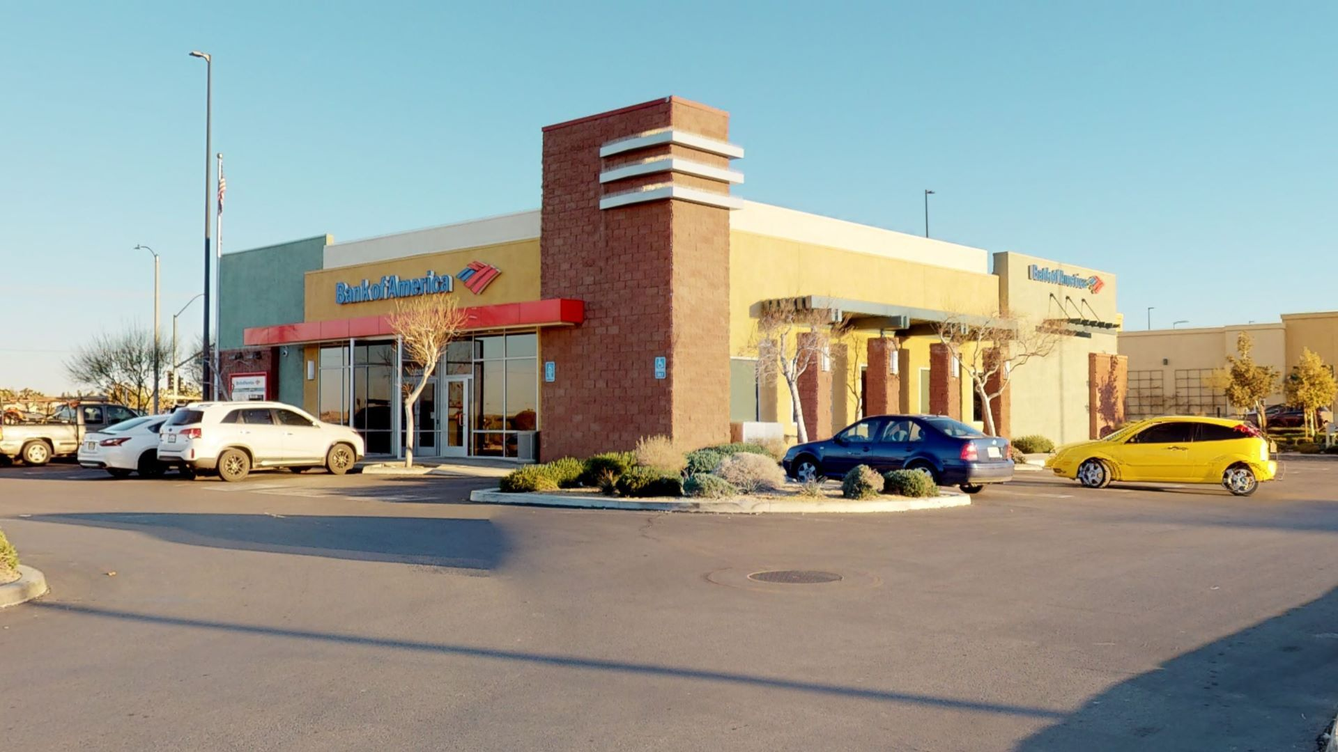 Bank of America financial center with drive-thru ATM | 38203 47th St E, Palmdale, CA 93552