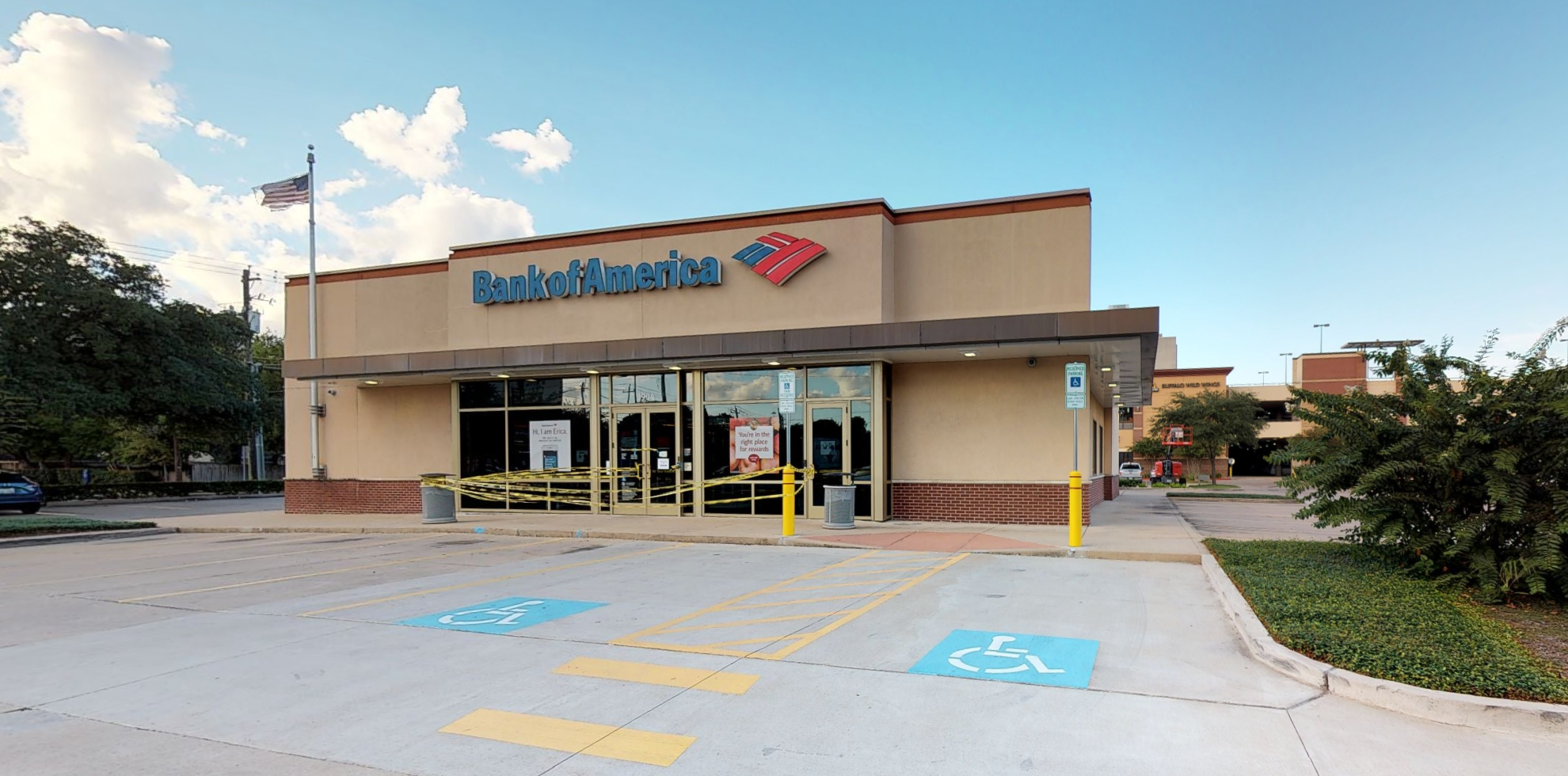 Bank of America financial center with drive-thru ATM | 3904 Richmond Ave, Houston, TX 77027
