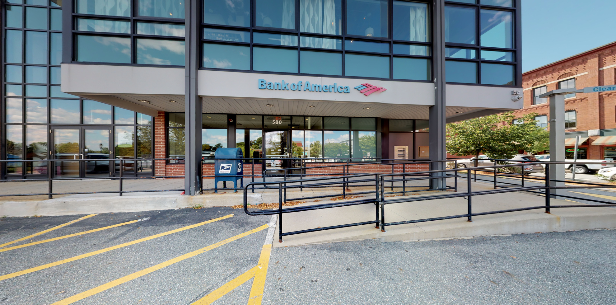 Bank of America financial center with drive-thru ATM   580 Main St STE 103, Reading, MA 01867