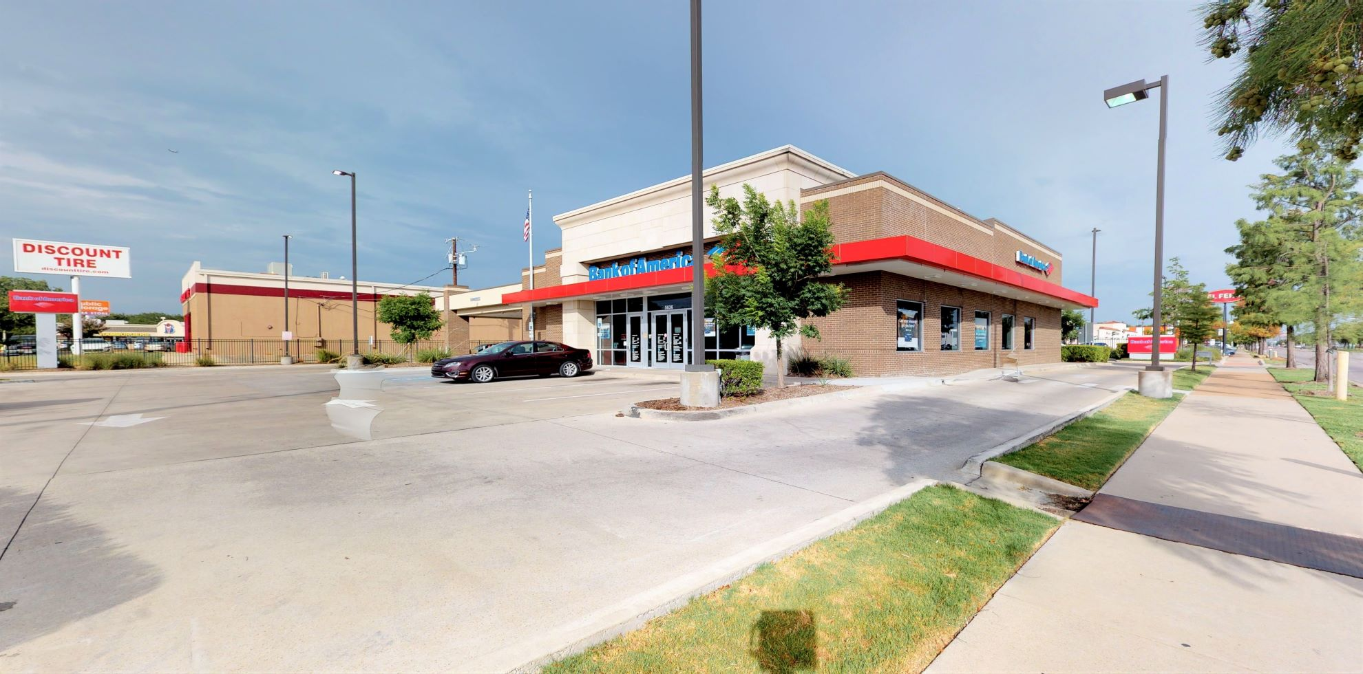 Bank of America financial center with drive-thru ATM | 5636 Lemmon Ave, Dallas, TX 75209