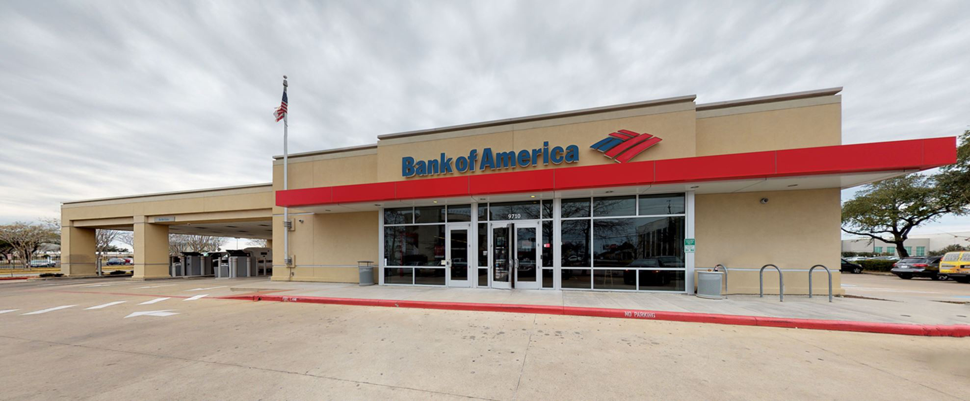 Bank of America financial center with drive-thru ATM and teller | 9710 Bissonnet St, Houston, TX 77036