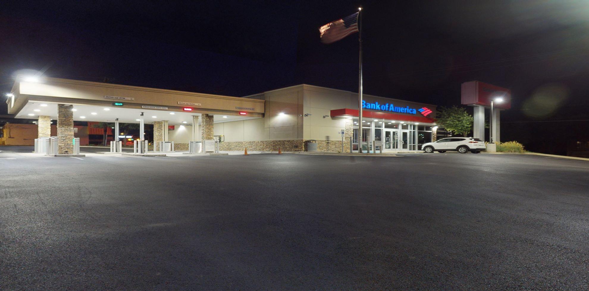 Bank of America financial center with drive-thru ATM and teller | 3520 N Lamar Blvd, Austin, TX 78705
