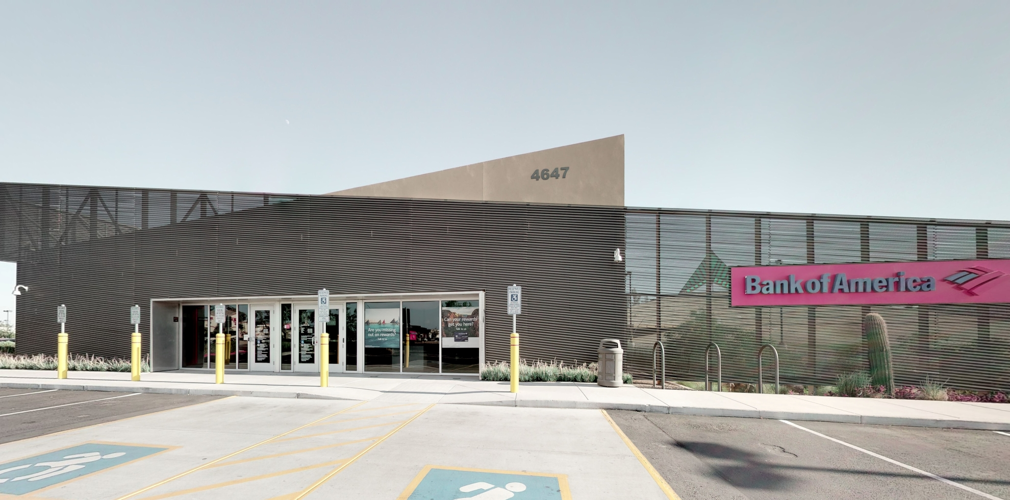 Bank of America financial center with drive-thru ATM | 4647 E Shea Blvd, Phoenix, AZ 85028