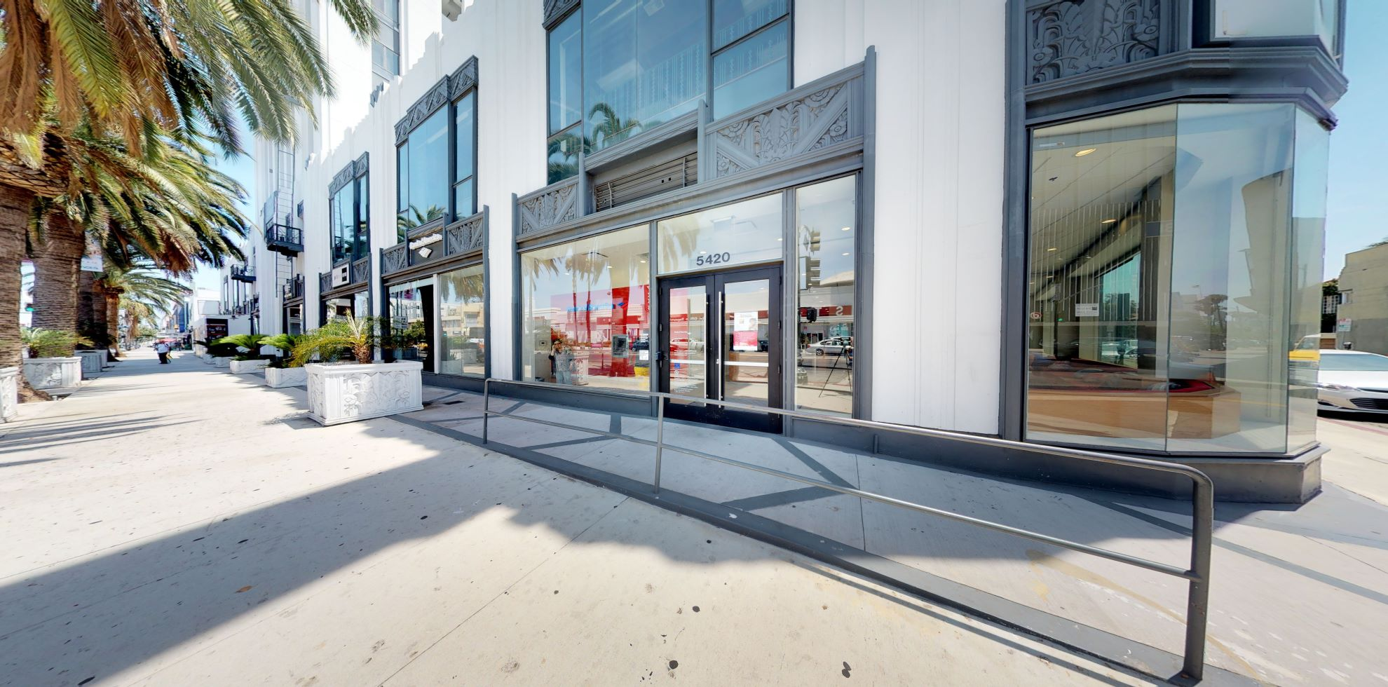 Bank of America financial center with walk-up ATM | 5420 Wilshire Blvd, Los Angeles, CA 90036