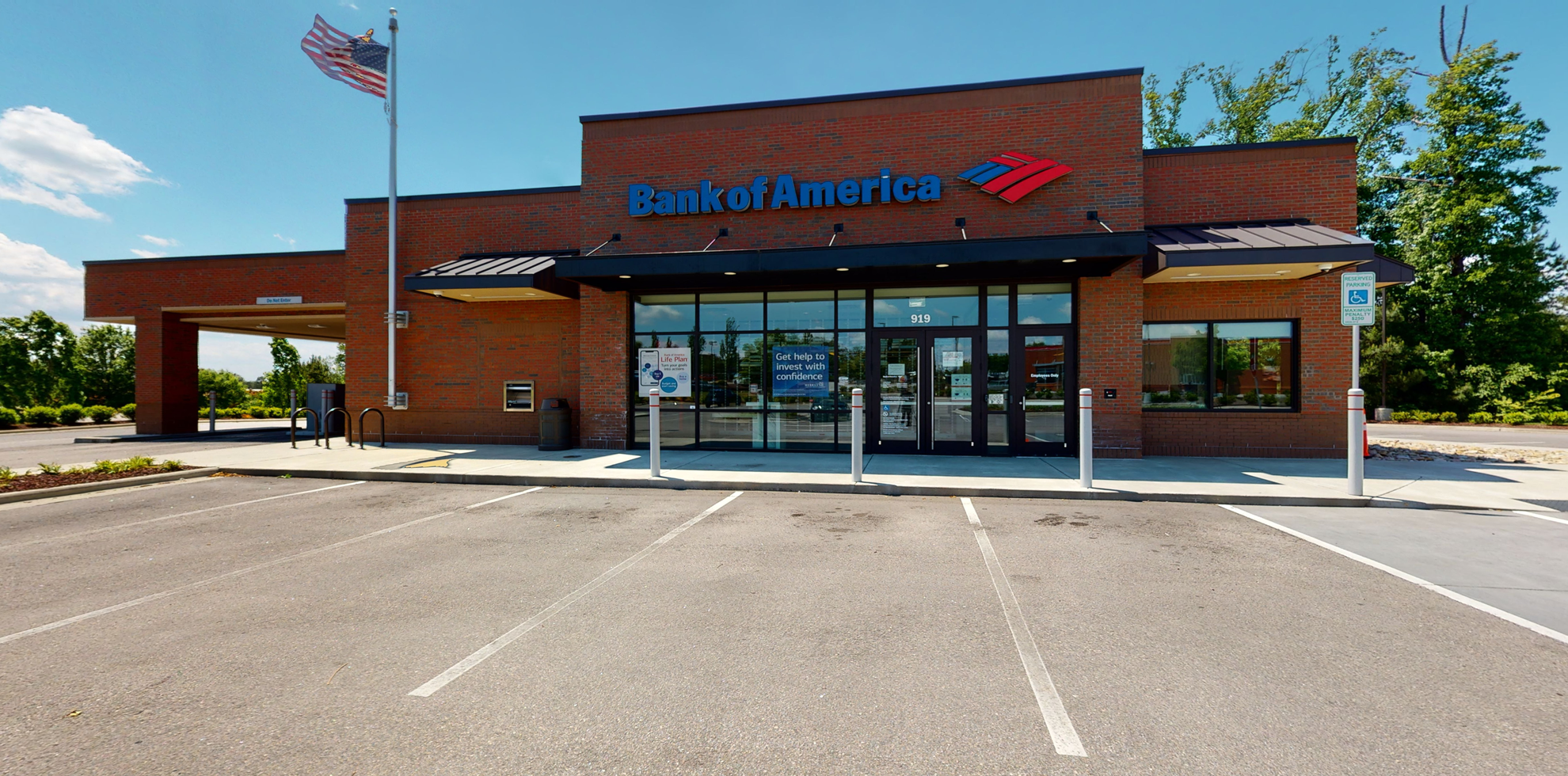 Bank of America financial center with drive-thru ATM | 919 Gateway Commons Cir, Wake Forest, NC 27587