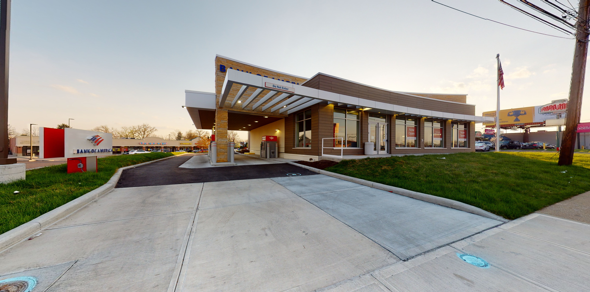 Bank of America financial center with drive-thru ATM | 6123 Glenway Ave, Cincinnati, OH 45211