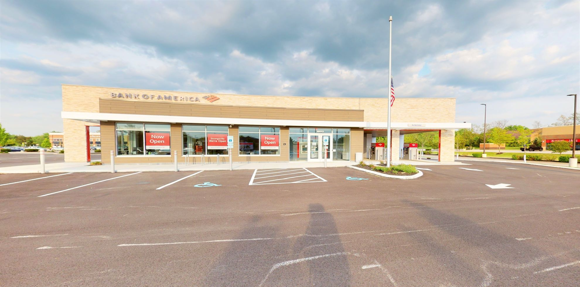 Bank of America financial center with drive-thru ATM   16013 Pearl Rd, Strongsville, OH 44136