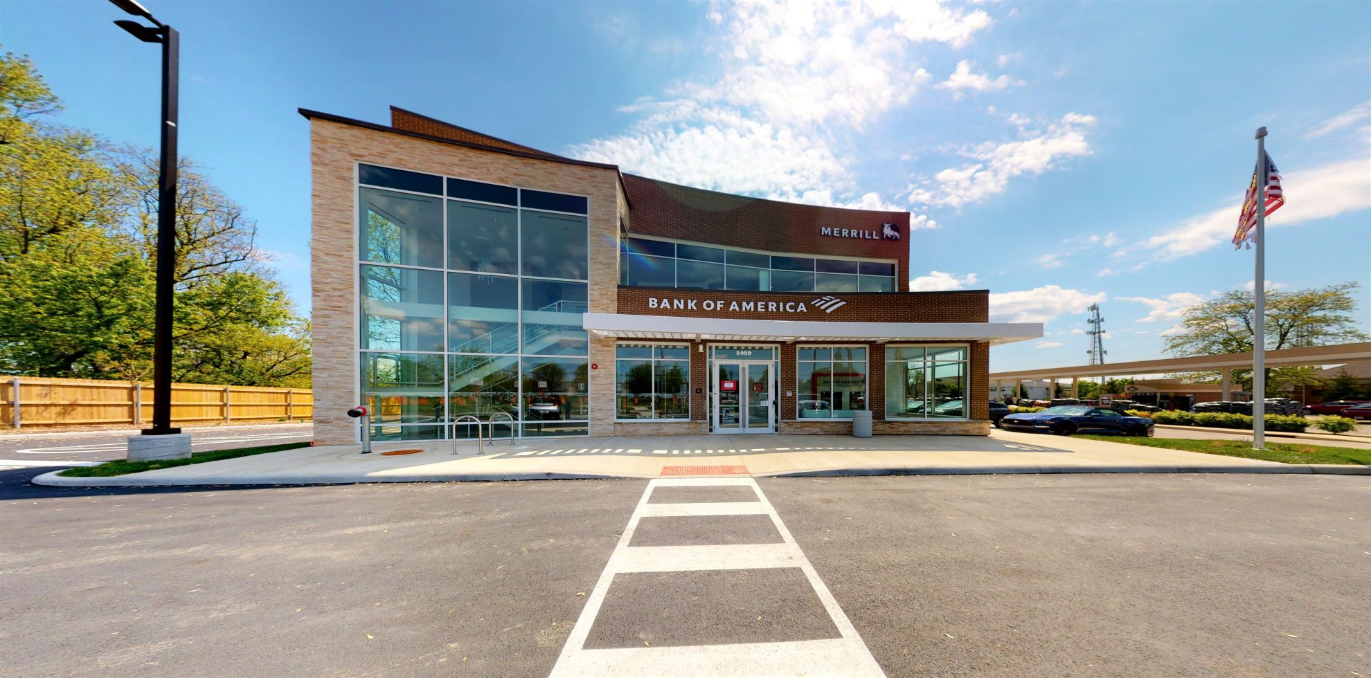 Bank of America financial center with drive-thru ATM | 5438 N Hamilton Rd, Columbus, OH 43230