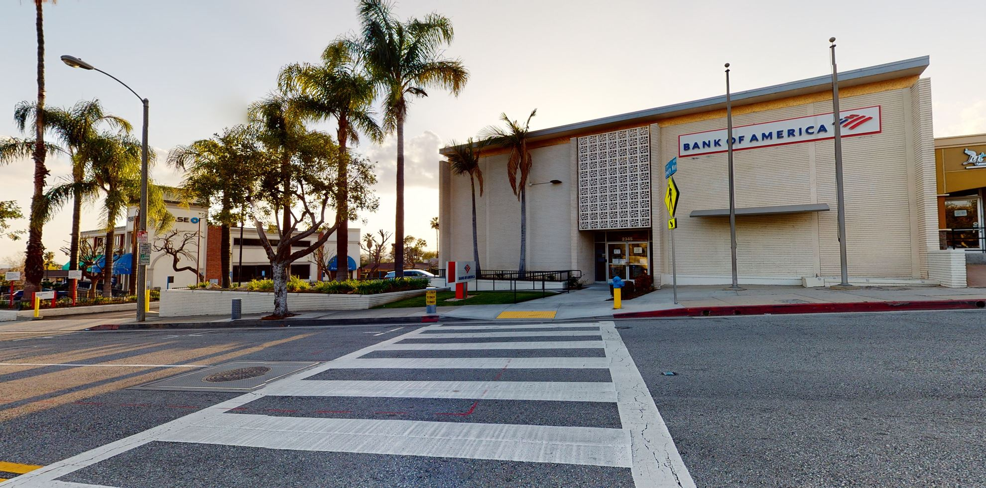 Bank of America financial center with walk-up ATM   2345 Lake Ave, Altadena, CA 91001