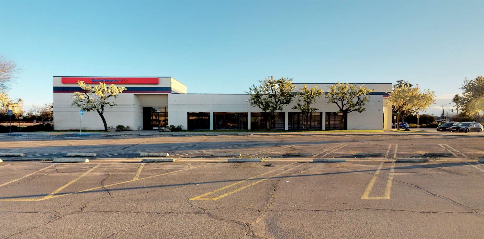 Bank of America financial center with walk-up ATM | 2611 S Cedar Ave, Fresno, CA 93725