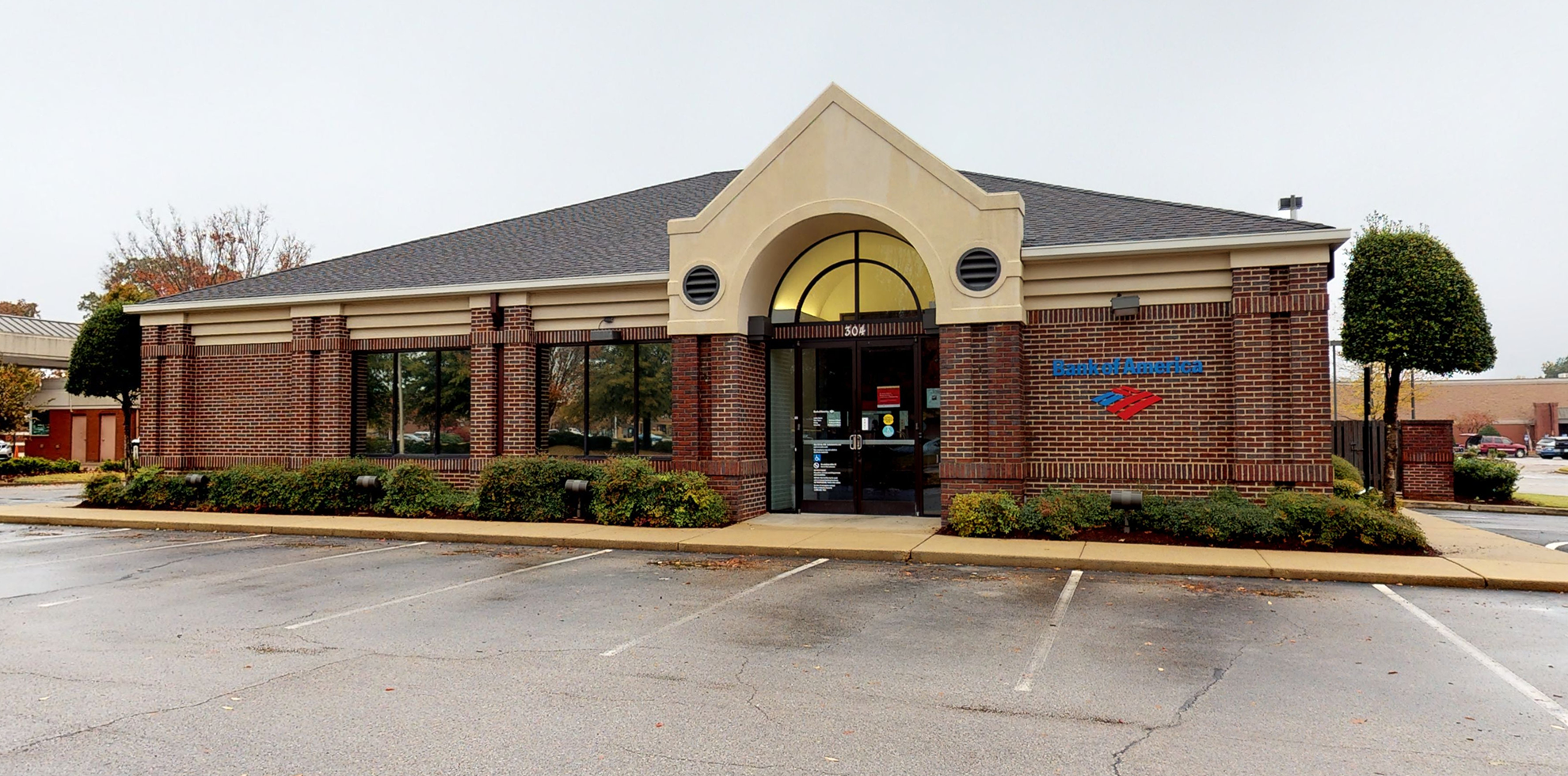 Bank of America financial center with drive-thru ATM   304 New Byhalia Rd, Collierville, TN 38017