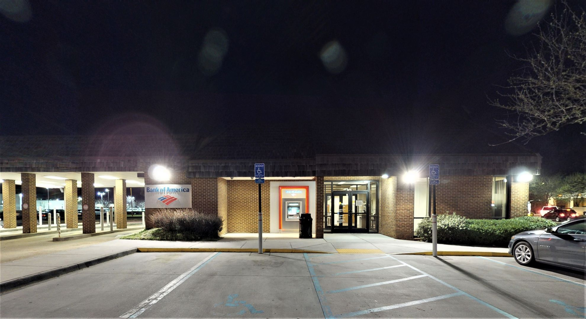 Bank of America financial center with drive-thru ATM | 1801 Greenbrier Pkwy, Chesapeake, VA 23320