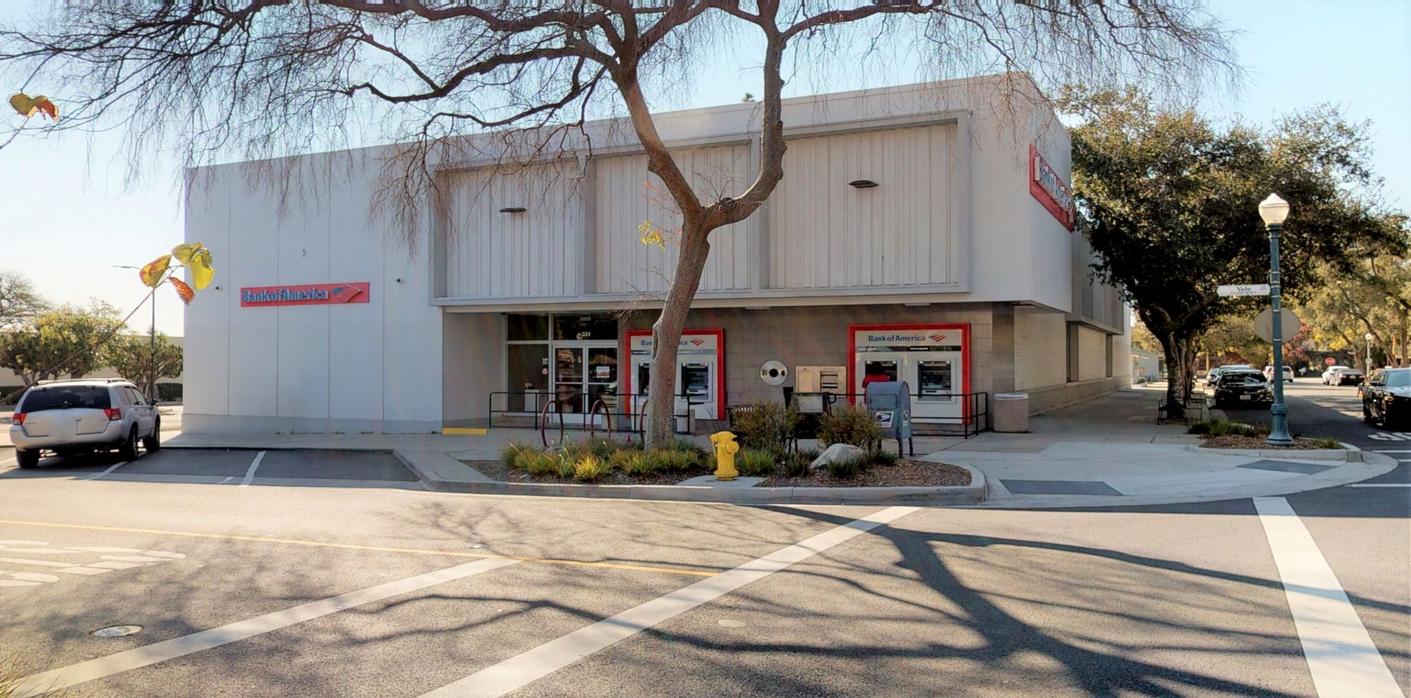 Bank of America financial center with walk-up ATM | 339 Yale Ave, Claremont, CA 91711