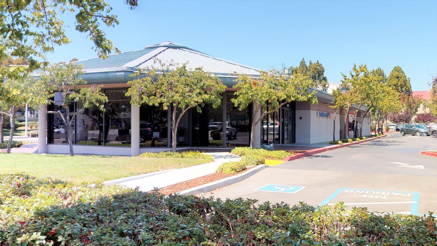 Bank of America financial center with walk-up ATM | 909 E Hillsdale Blvd, Foster City, CA 94404