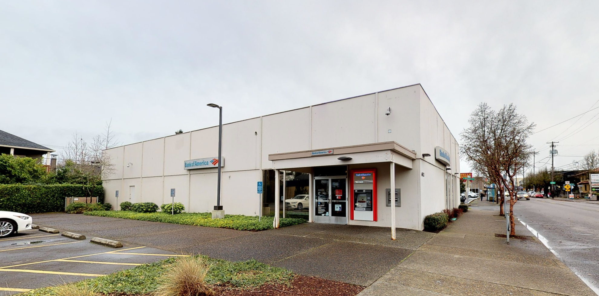 Bank of America financial center with walk-up ATM   6512 SE Milwaukie Ave, Portland, OR 97202