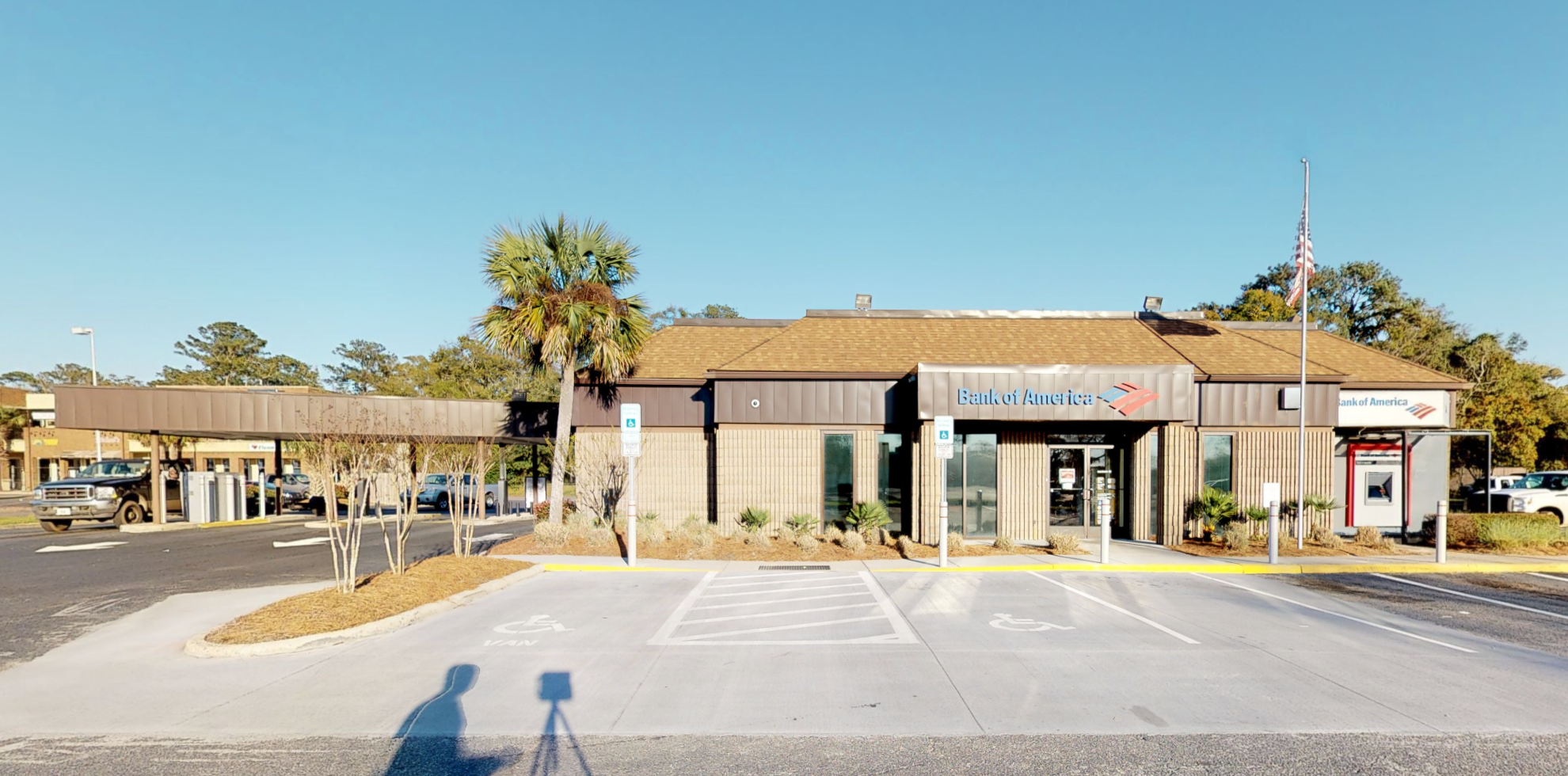 Bank of America financial center with drive-thru ATM | 2115 Boundary St, Beaufort, SC 29902