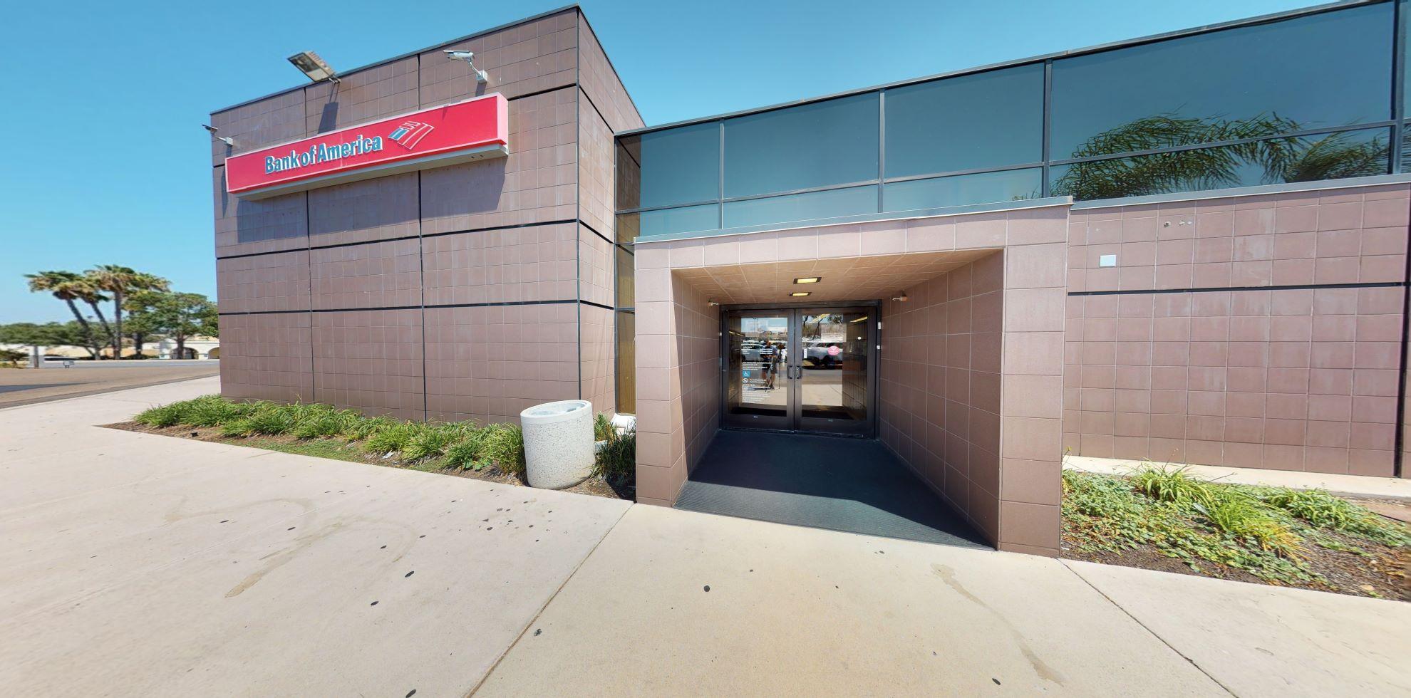 Bank of America financial center with walk-up ATM | 5500 Grossmont Center Dr STE 401, La Mesa, CA 91942