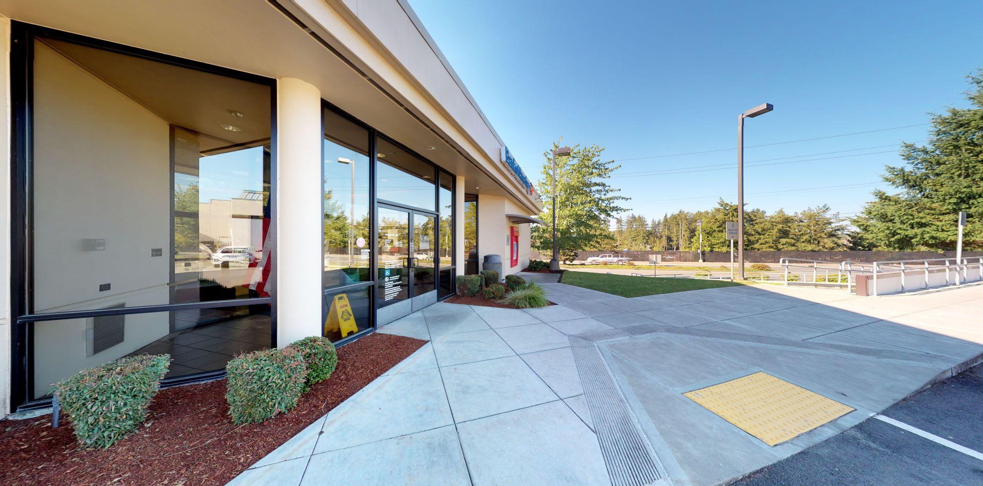 Bank of America financial center with drive-thru ATM | 3090 Issaquah Pine Lake Rd SE, Sammamish, WA 98075