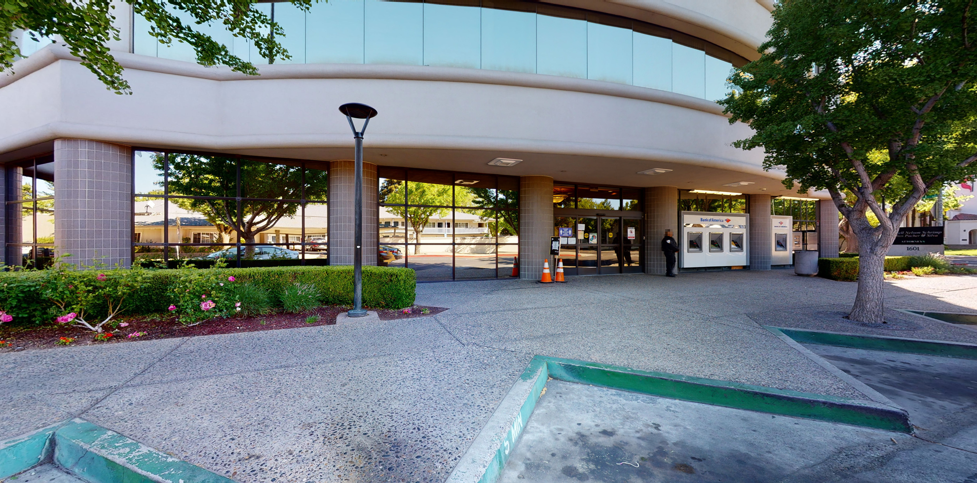 Bank of America financial center with walk-up ATM | 1601 I St, Modesto, CA 95354