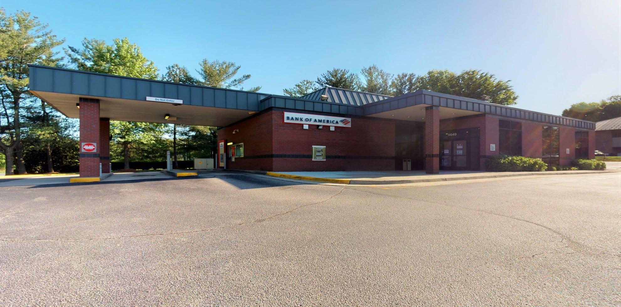 Bank of America financial center with drive-thru ATM | 5649 Burke Centre Pkwy, Burke, VA 22015