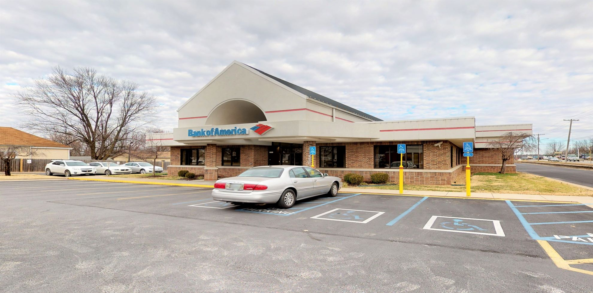Bank of America financial center with drive-thru ATM   633 W Kearney St, Springfield, MO 65803
