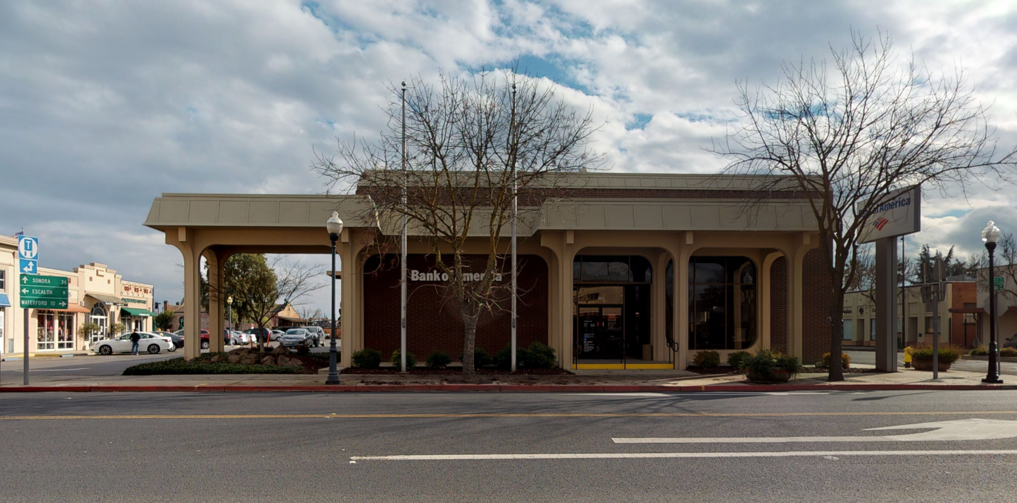 Bank of America financial center with drive-thru ATM | 305 E F St, Oakdale, CA 95361