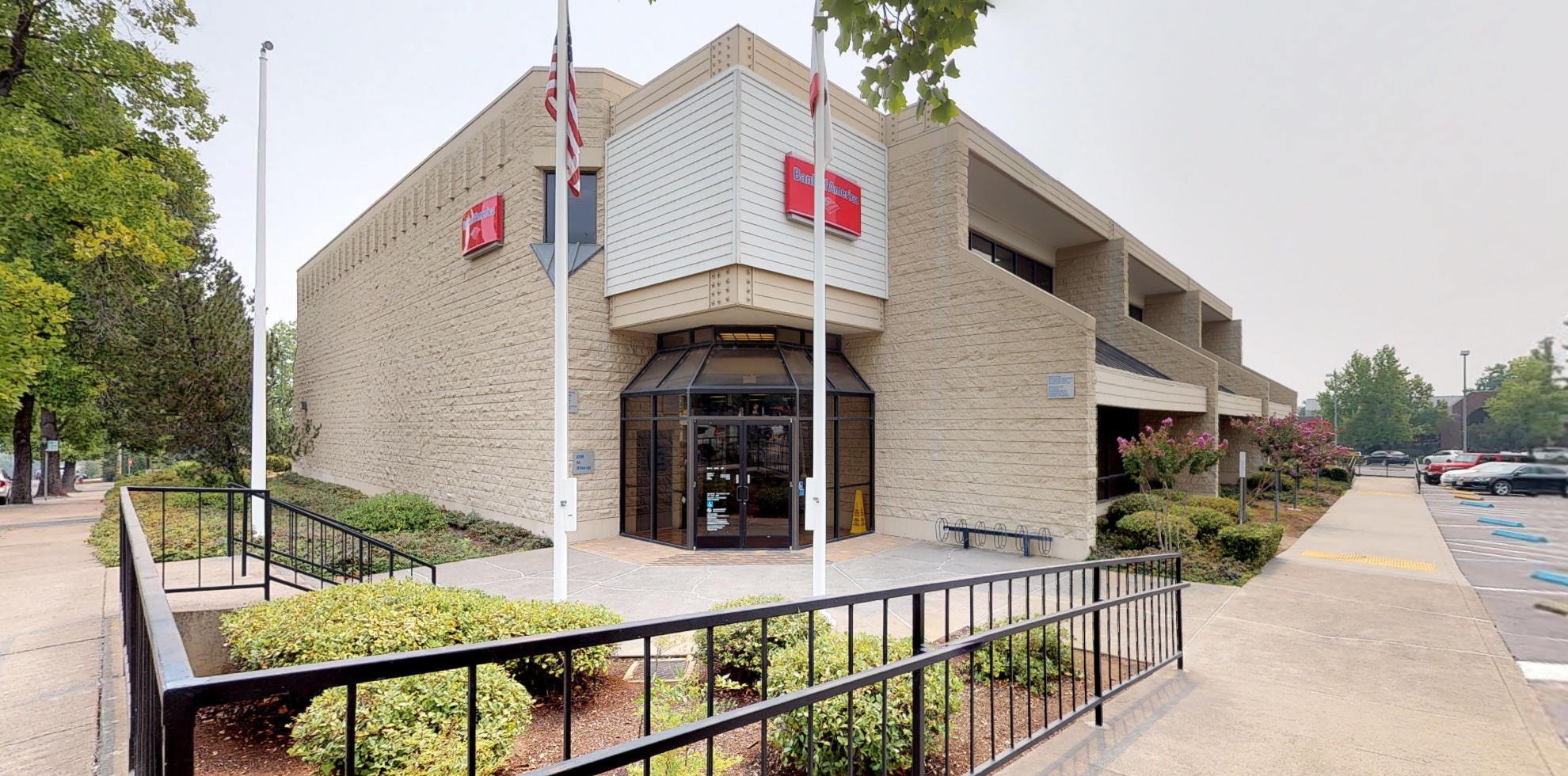 Bank of America financial center with drive-thru ATM   1661 East St, Redding, CA 96001