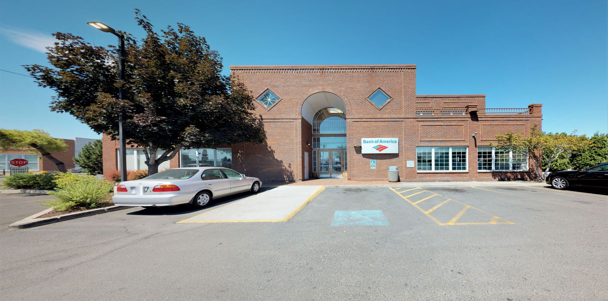 Bank of America financial center with drive-thru ATM and teller | 201 N 40th Ave, Yakima, WA 98908