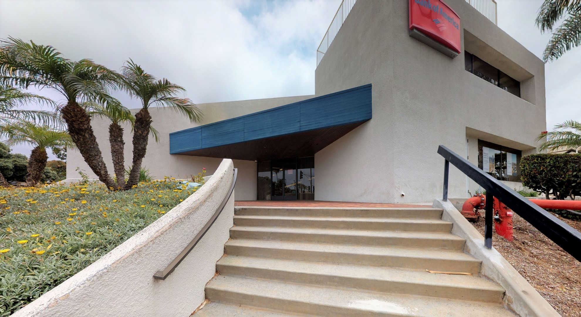 Bank of America financial center with walk-up ATM | 222 N Catalina Ave, Redondo Beach, CA 90277