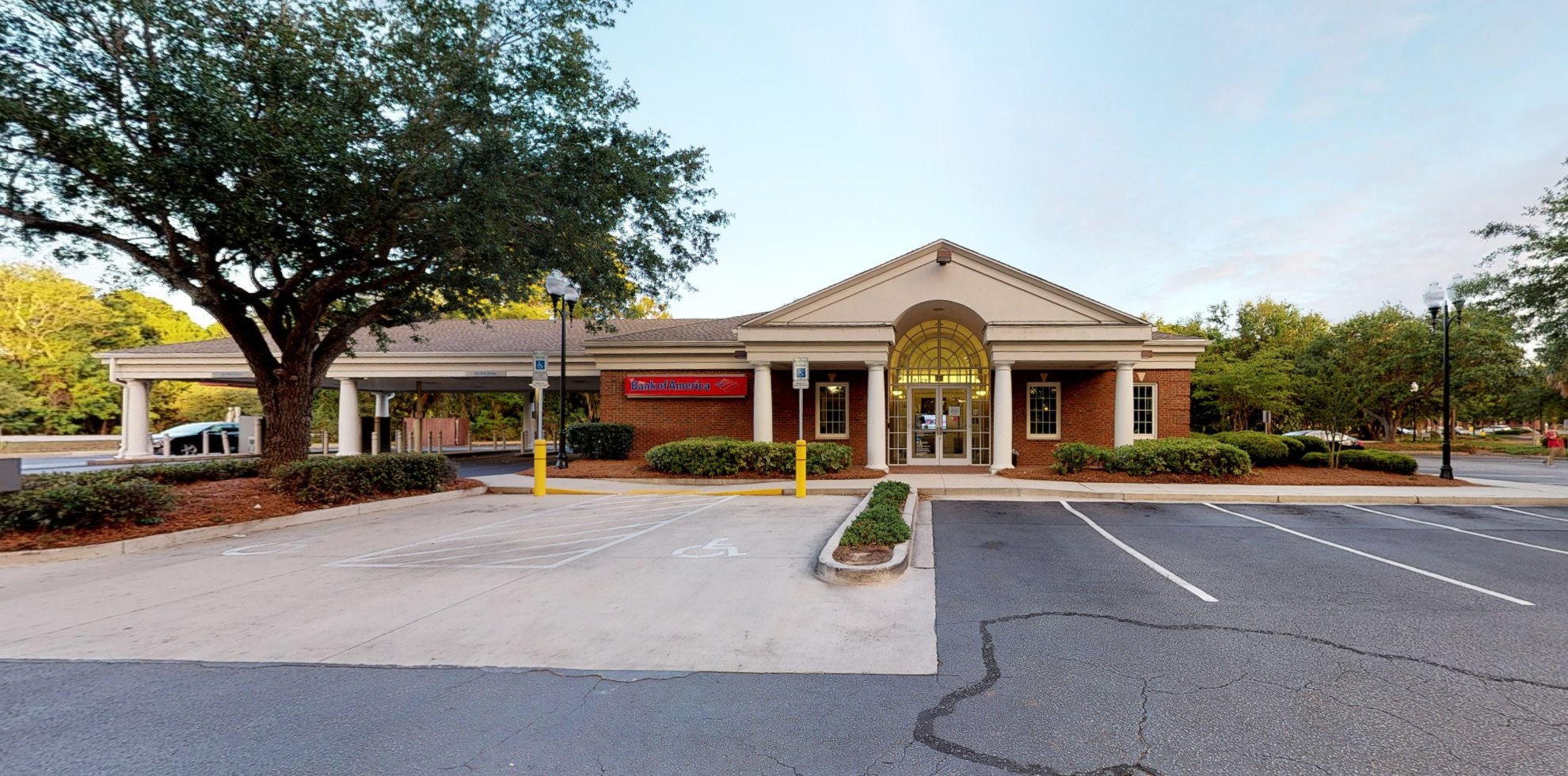 Bank of America financial center with drive-thru ATM and teller   1929 US Highway 17 N, Mount Pleasant, SC 29464