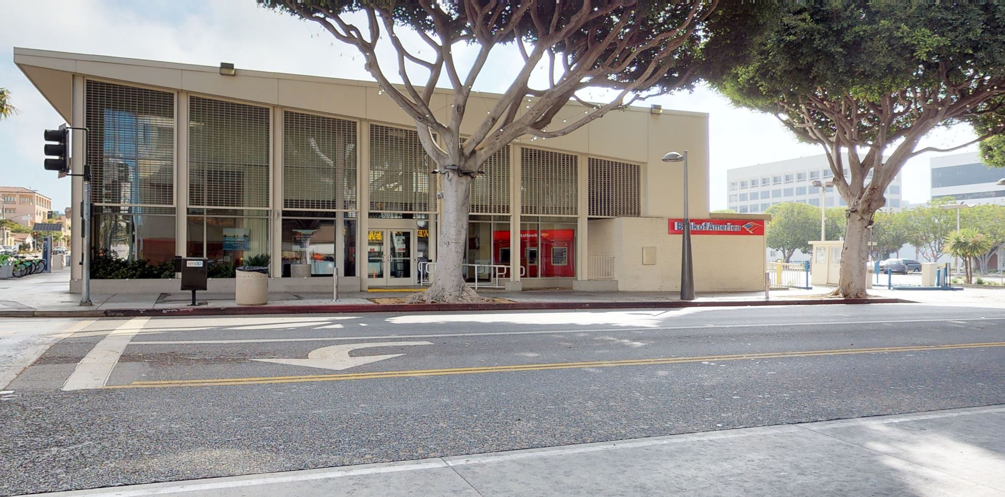 Bank of America financial center with walk-up ATM   1301 4th St, Santa Monica, CA 90401