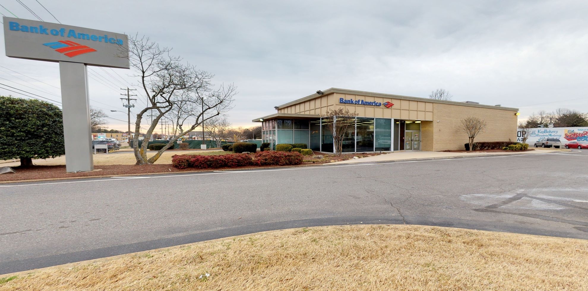 Bank of America financial center with drive-thru ATM   4750 Summer Ave, Memphis, TN 38122