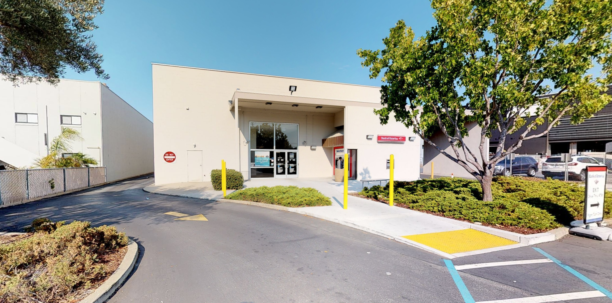 Bank of America financial center with drive-thru ATM | 2900 S El Camino Real, San Mateo, CA 94403