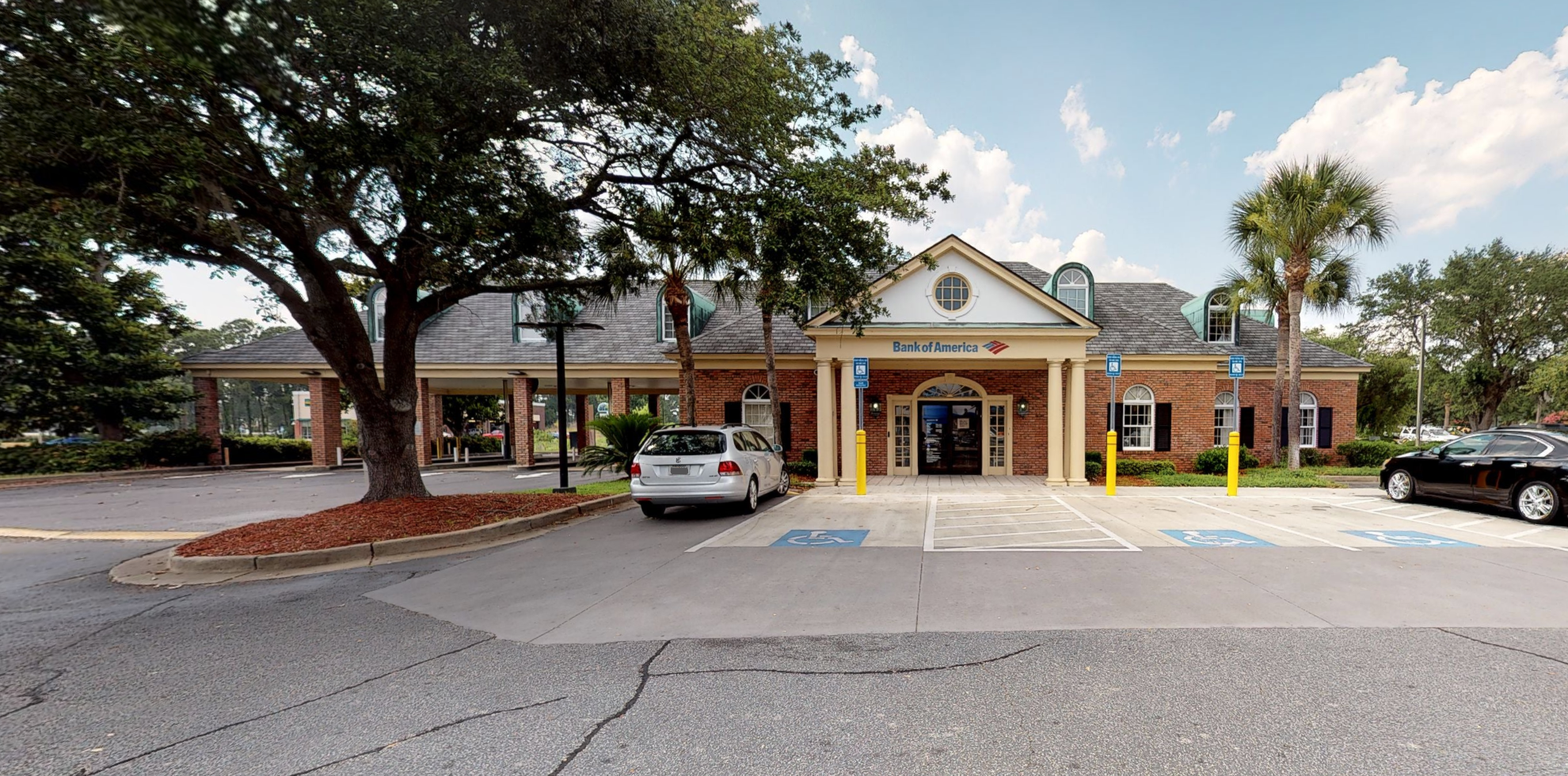Bank of America financial center with drive-thru ATM and teller | 167 Altama Connector, Brunswick, GA 31525